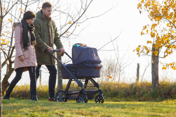 Paar mit Kinderwagen