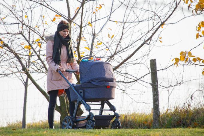 Spaziergang mit Kinderwagen